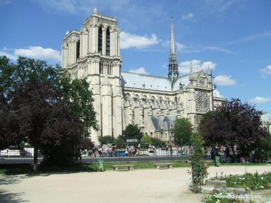 Notre Dame vue square Saint Julien