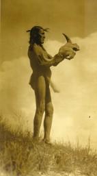 Picket Pin, Sioux Oglala adresse une prière au Grand Mystère © Edward S. Curtis 1907
