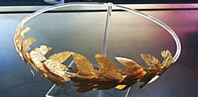 Gold crown of oak leaves (2nd century BC) Tarento